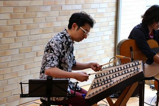 関西屈指のハンマーダルシマー奏者・稲岡大介さん