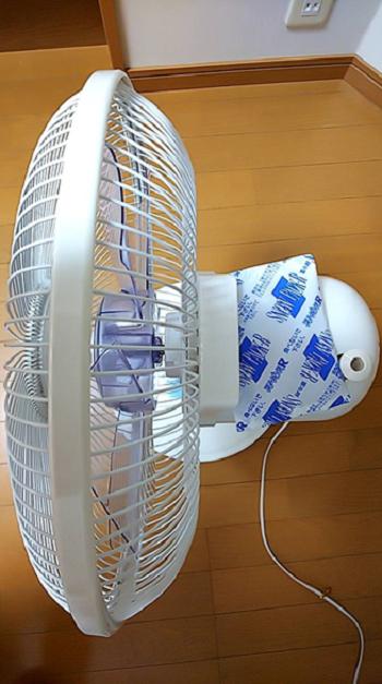 扇風機の上に保冷材を置くと冷風扇に・・・?