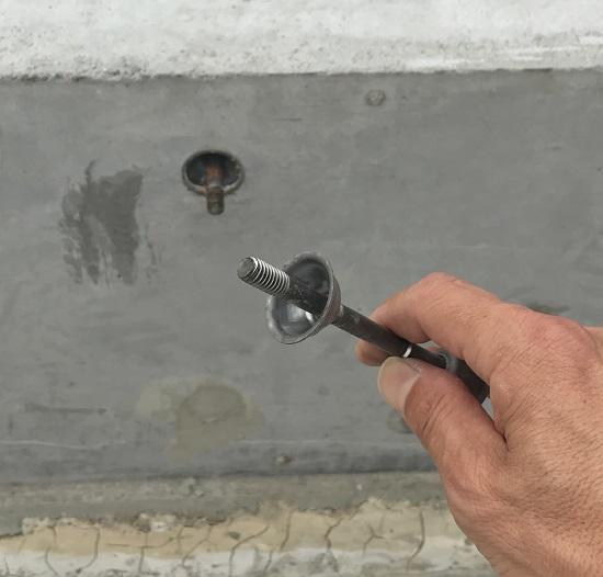 セパレーターは型枠の間隔を保持するために使用