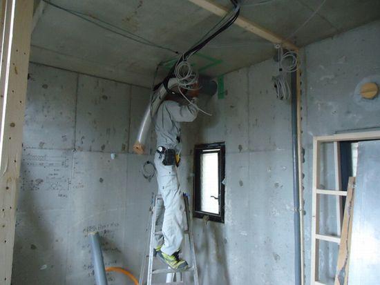 浴室換気扇用のダクト工事