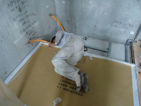 水平に床フレームを組みます
