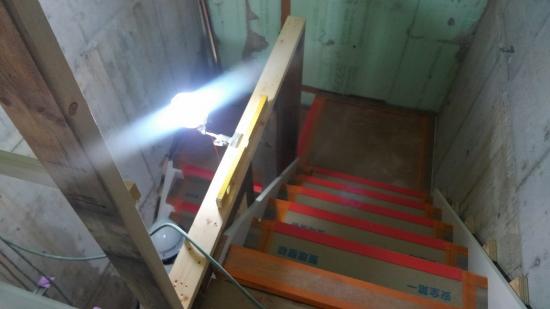 長らく仮設のはしごだった場所に、階段が設置