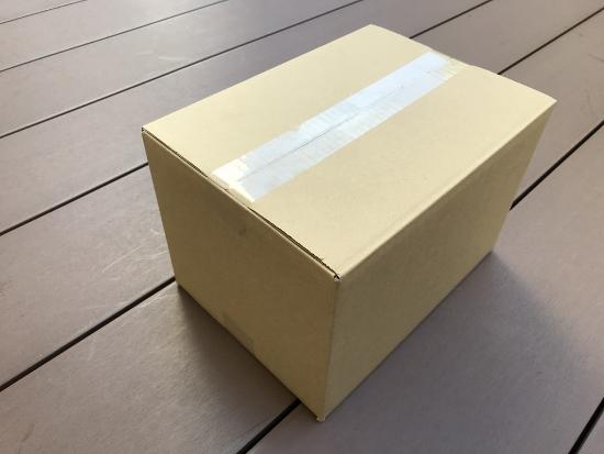 6面体のひとつをダンボール箱に見立てて説明