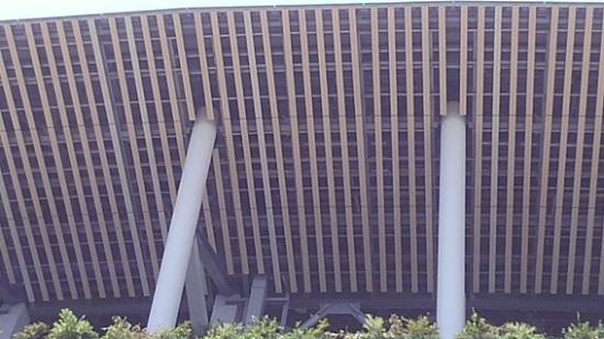 工事中の新国立競技場(軒裏)