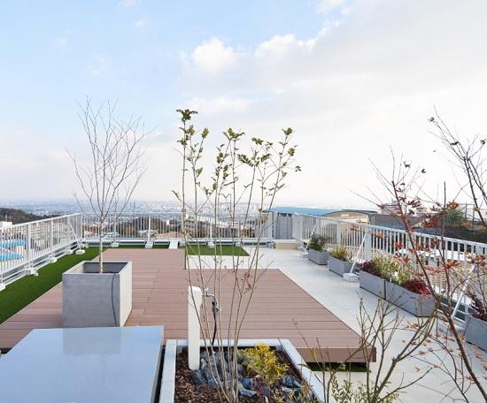 高台の眺望を活かしたRC住宅