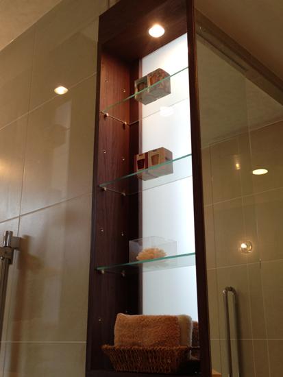 洗面化粧台ガラス飾り棚