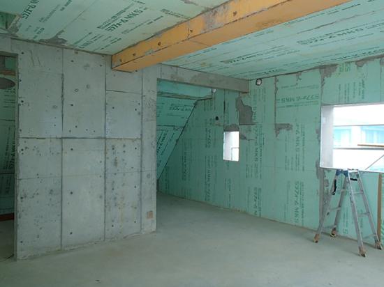 斜め天井部分もしっかりと断熱施工