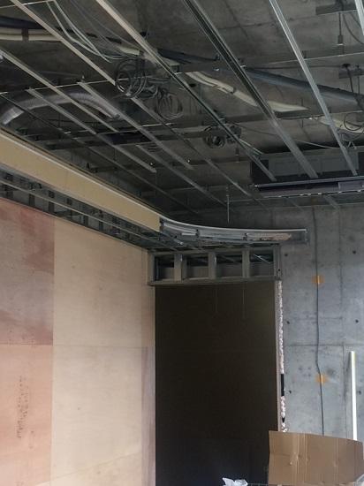 待合室のエアコンと間接照明