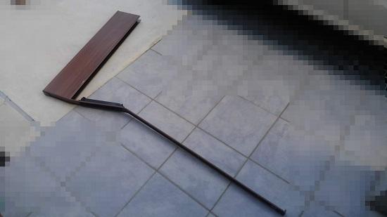 扉のパネル材が変形・・・