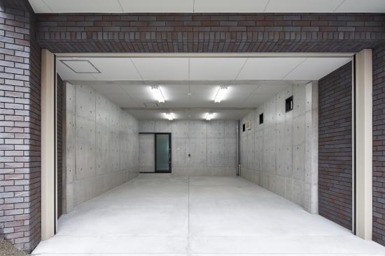 ビルトインガレージ付賃貸併用の二世帯住宅